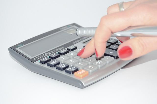 kalkulačka a ruka