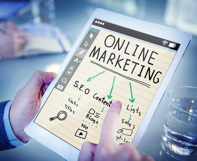 muž a online marketing.jpg