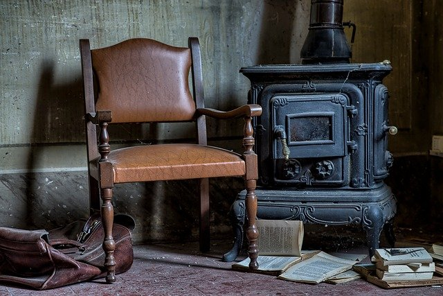 židle u kamen.jpg