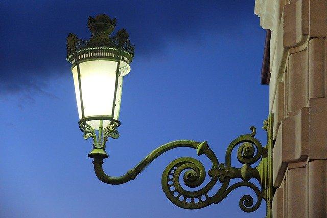 lampa na domě